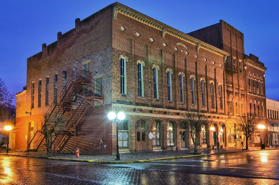 stuarts opera house | things to do in nelsonville