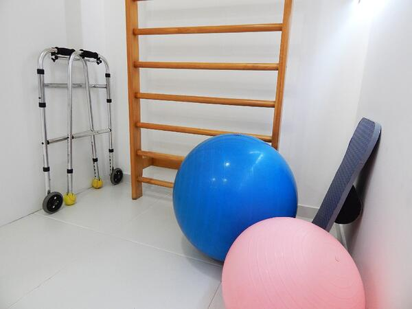 physical-therapy-1198344_1920