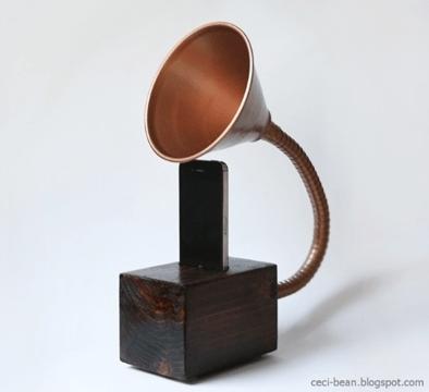 Gramophone iPhone Novelty Speaker | 10 DIY Holiday Gifts